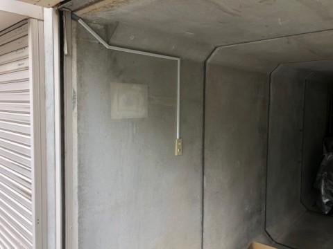 掘り込み車庫にEV充電コンセント設置