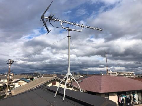 屋根上のアンテナ