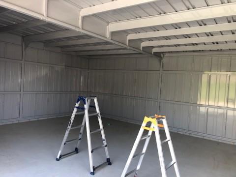 今からガレージに照明とコンセントを設置します