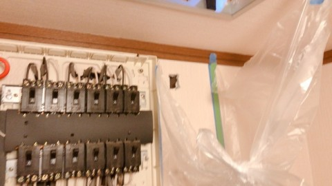 ブレーカボックス設置 壁貫通
