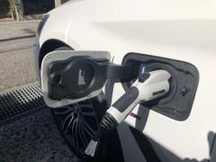 電気自動車 給電口
