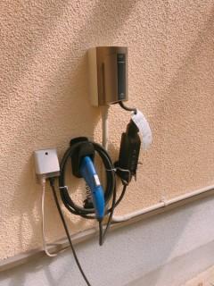 充電コンセントと充電ケーブル